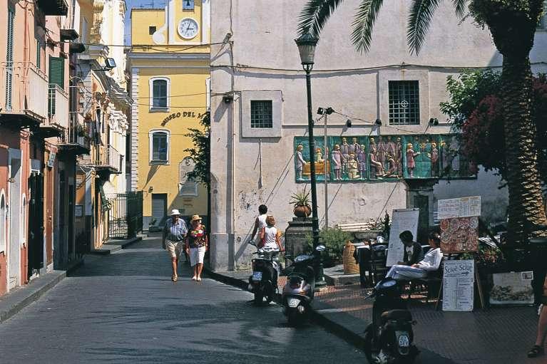 Der Ort Ischia Ponte